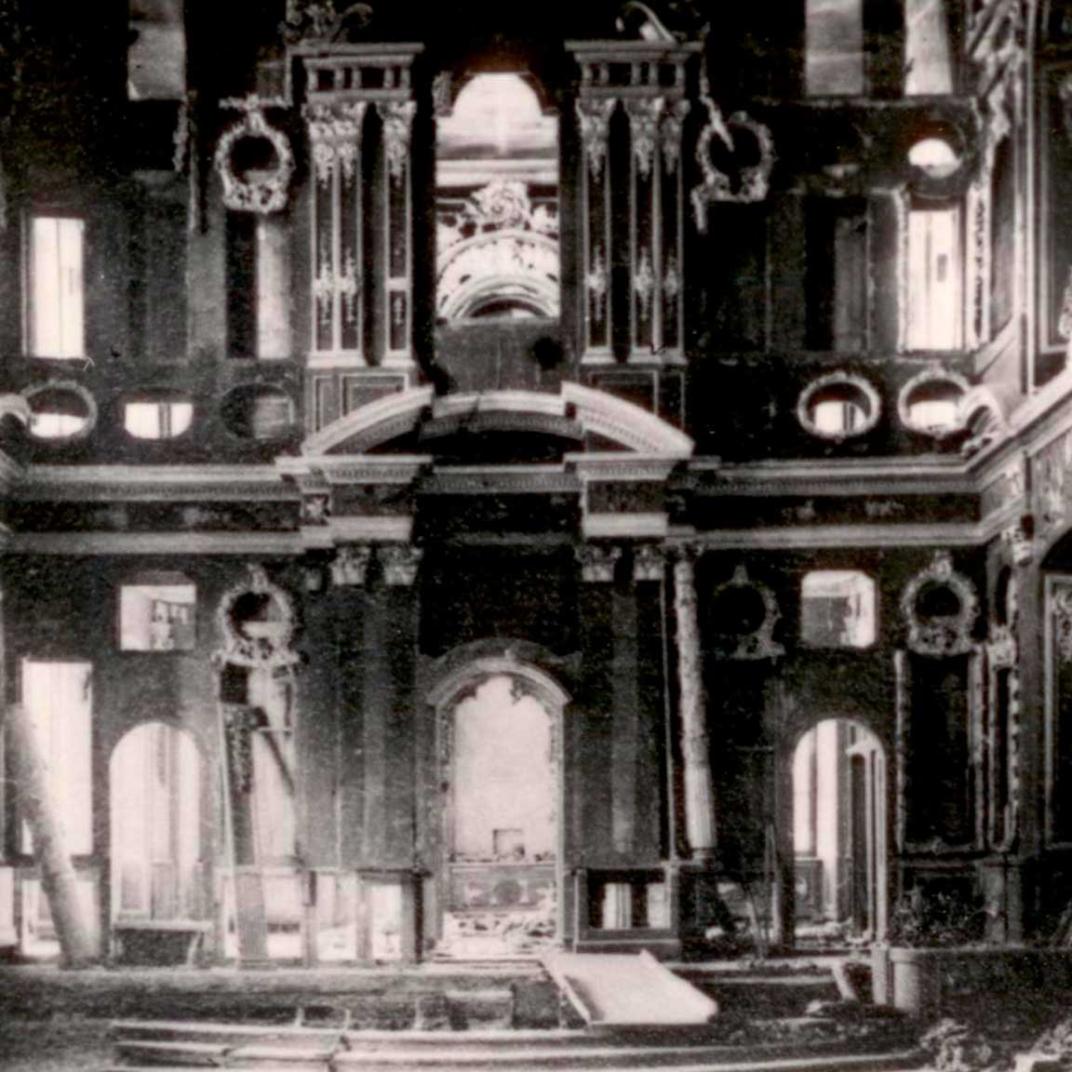 интерьер церкви воскресения христова в царском селе до реставрации