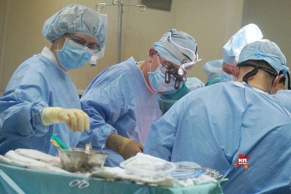 В больнице ребенку сделали промывание желудка.