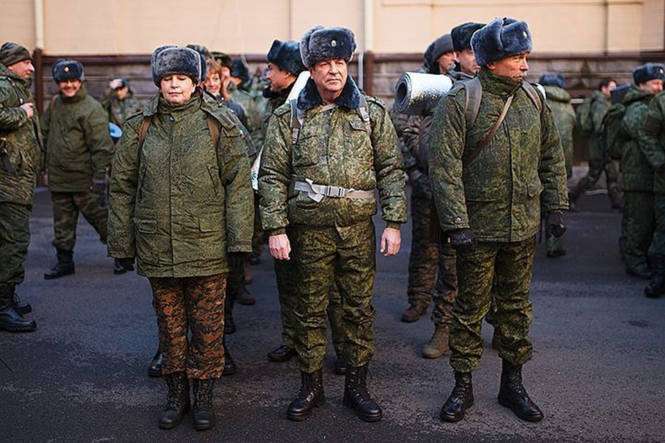 Призванных на сборы отправляют в части, там переодевают в военную форму и определяют в те или иные подразделения