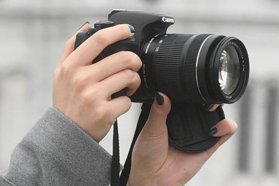 В Воронеже женщина брала в аренду дорогие фотоаппараты и сдавала их в  ломбард 2fe82908fb0