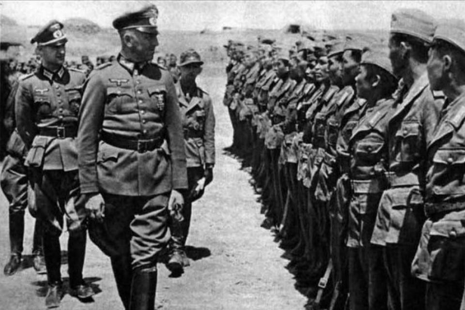 Торжественный парад крымского полицейского батальона. Фото: Национальный цифровой архив, Варшава.