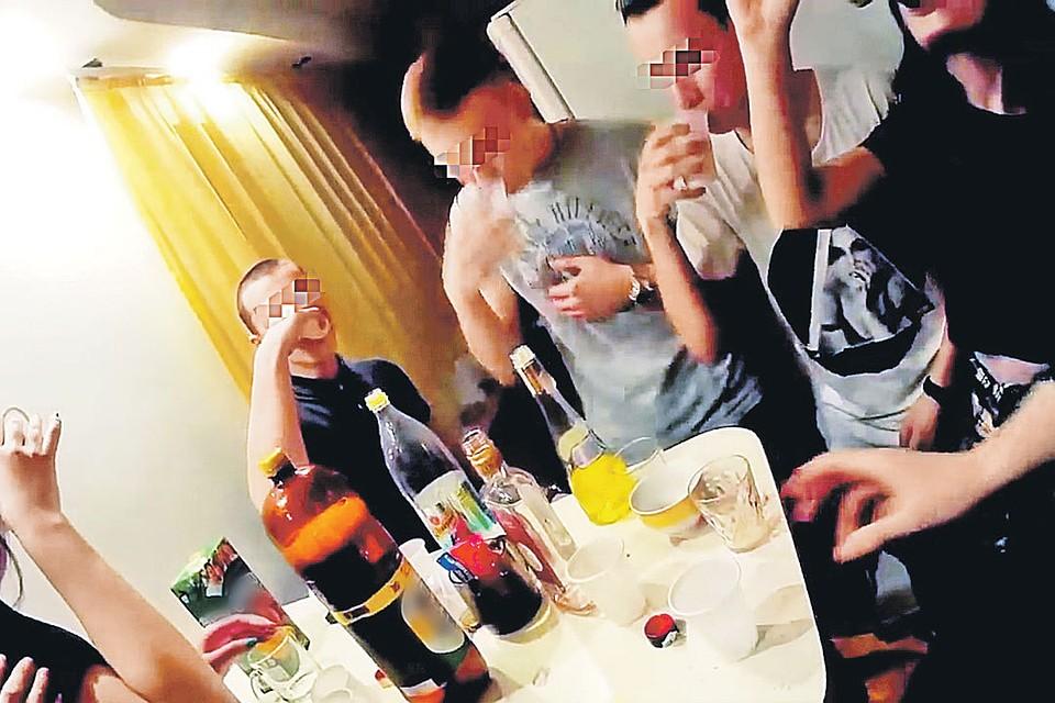 Подростковая пьяная оргия подростковая пьяная оргия