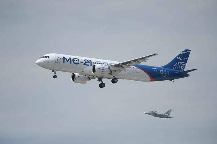 Жена Дмитрия Рогозина посвятила песню самолету МС-21, который собирают в Иркутске. Фото: страница Дмитрия Рогозина в соцсетях