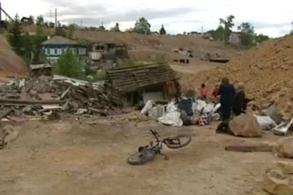 Под руинами погибли домашние животные и осталось все имущество красноярской семьи. Фото: скрин СТС - Прима.
