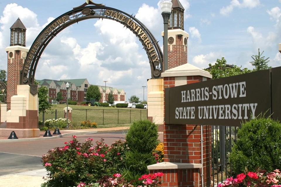 """Университет Harris–Stowe State University входит в число так называемых """"исторически черных"""" высших учебных заведений"""