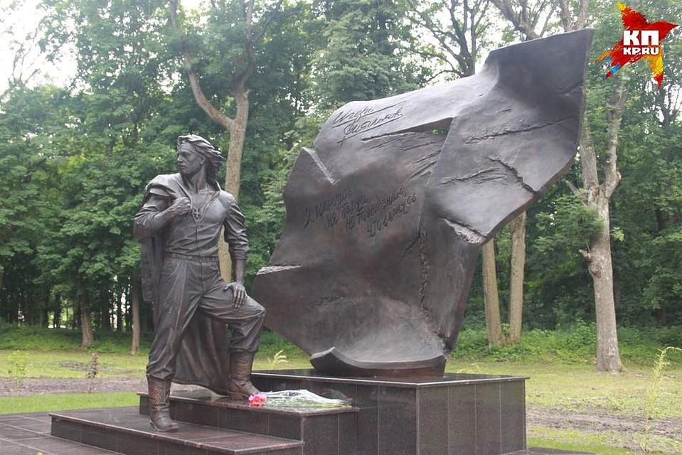 Памятник с крестом Щекино Лампадка из лезниковского гранита Ряжск