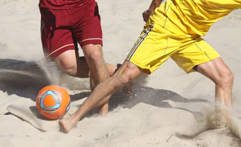 Сборная Беларуси по пляжному футболу с победой стартовала в розыгрыше этапа Евролиги в Москве. Фото: ахрив