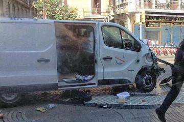 В Барселоне теракт: преступники ехали более 500 метров, сбивая людей