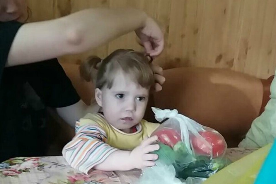 Маленькая девочка и дяди член