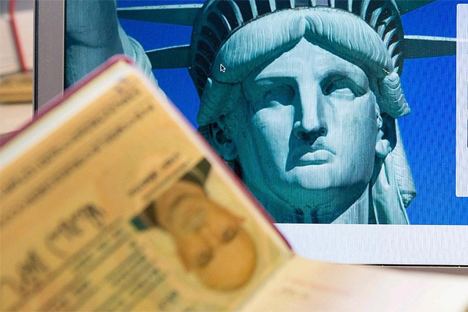 Свое решение американцы объясняют сокращением числа консульских работников после предписания Москвы.