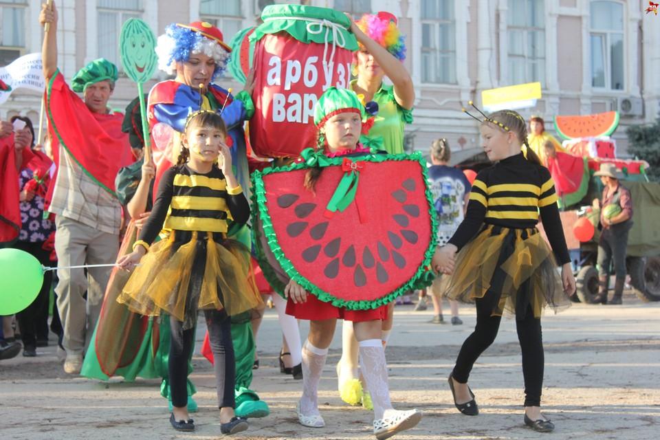 Седьмой фестиваль арбузов в Ровном собрал пять тысяч человек.