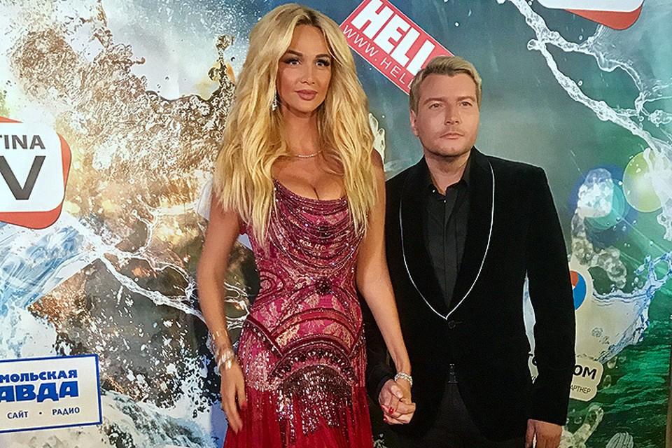 Свадьбу Николая Баскова и Вики Лопыревой пришлось перенести по просьбе мамы жениха.