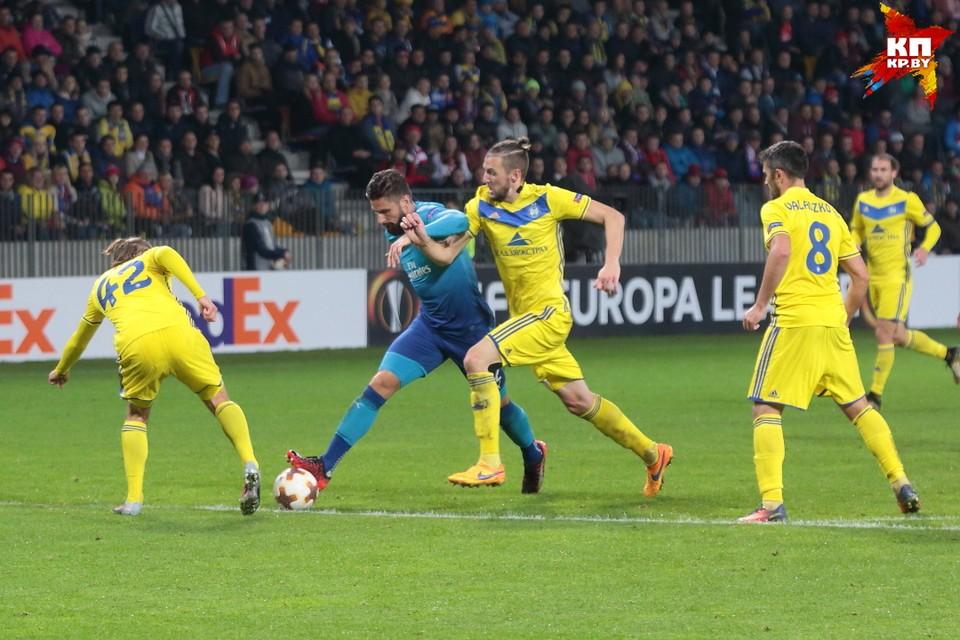 Сдержать Оливье Жиру было непросто, но забил он только с пенальти.