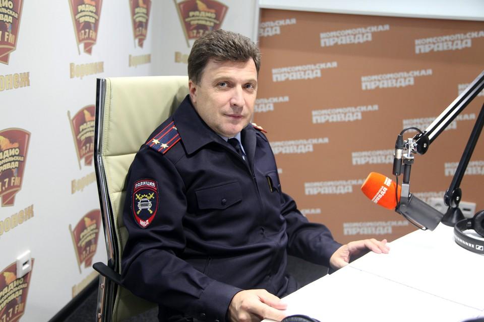"""Андрей Александрович в студии радио """"КП""""."""