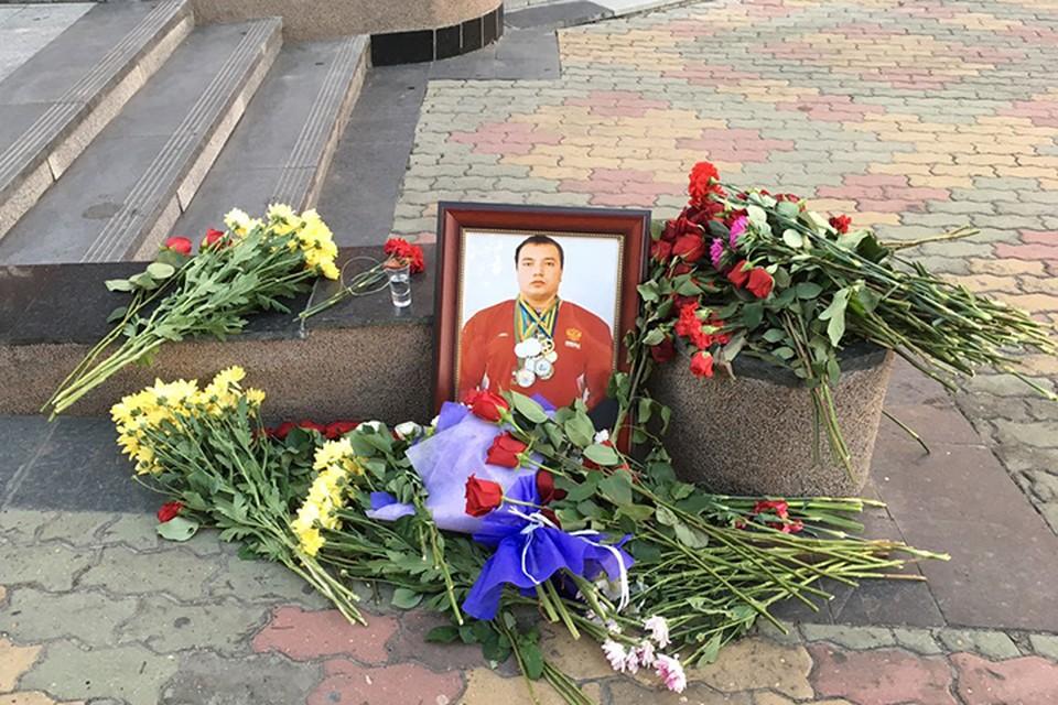 Полицейскому, наблюдавшему за убийством пауэрлифтера в Хабаровске, грозит до 10 лет тюрьмы