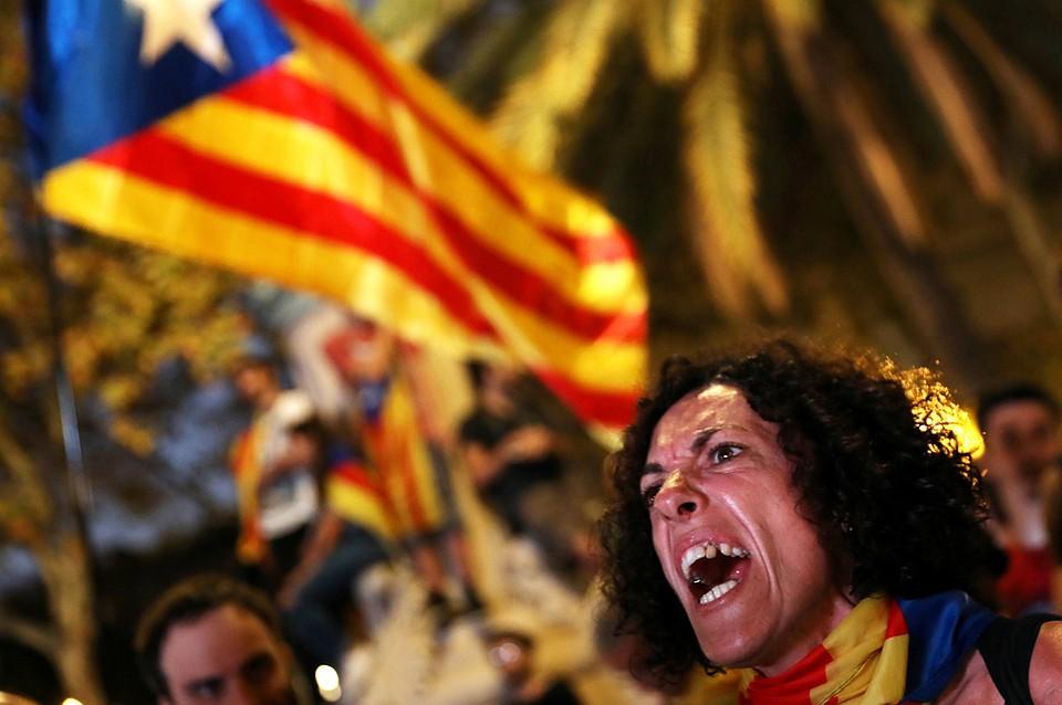 Сторонники независимости Каталонии блокируют движение поездов в Барселоне - Цензор.НЕТ 401