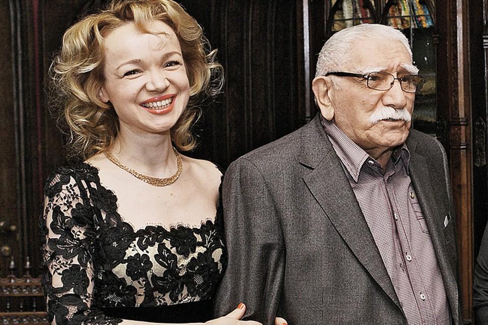 82-летний народный артист России Армен Джигарханян женат на 38-летней Виталине Цымбалюк-Романовской Фото: Геннадий КАЛАШНИКОВ