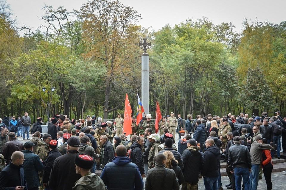 На церемонию открытия собралось около двухсот человек. Фото: пресс-служба мэрии.