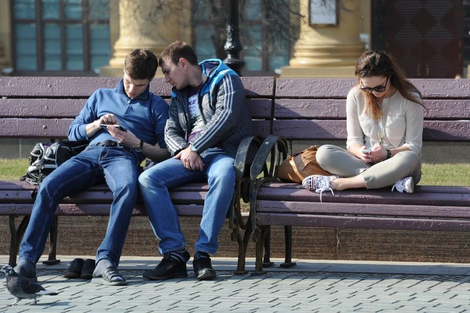 Зачем людям нужны смартфоны и как они их используют? Во многом это зависит от социального статуса и уровня образования.