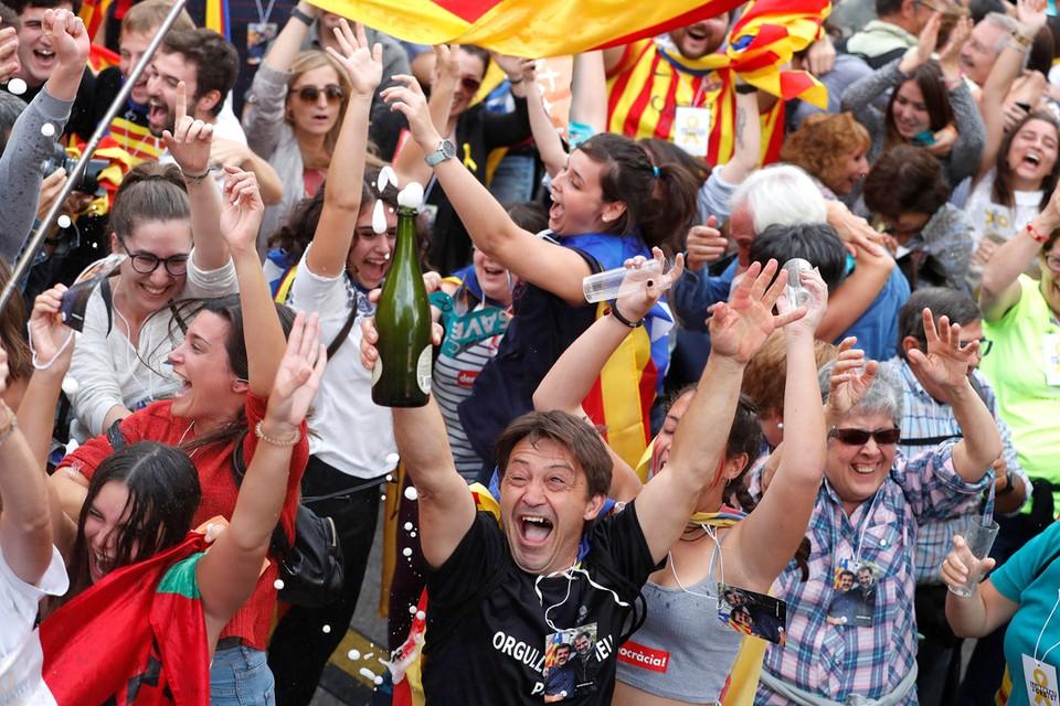 Жители Каталонии ликуют.