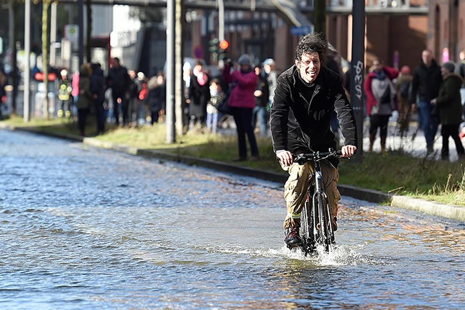 """Mощный циклон """"Гервард"""", уже натворил бед в Западной Европе"""