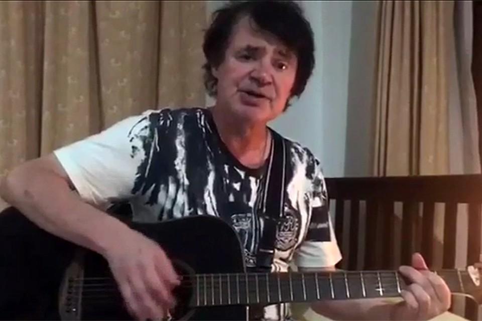 В период лечения Евгений Осин давал небольшие концерты на берегу Сиамского залива для туристов