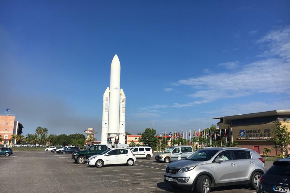 Въезд на космодром в Куру.