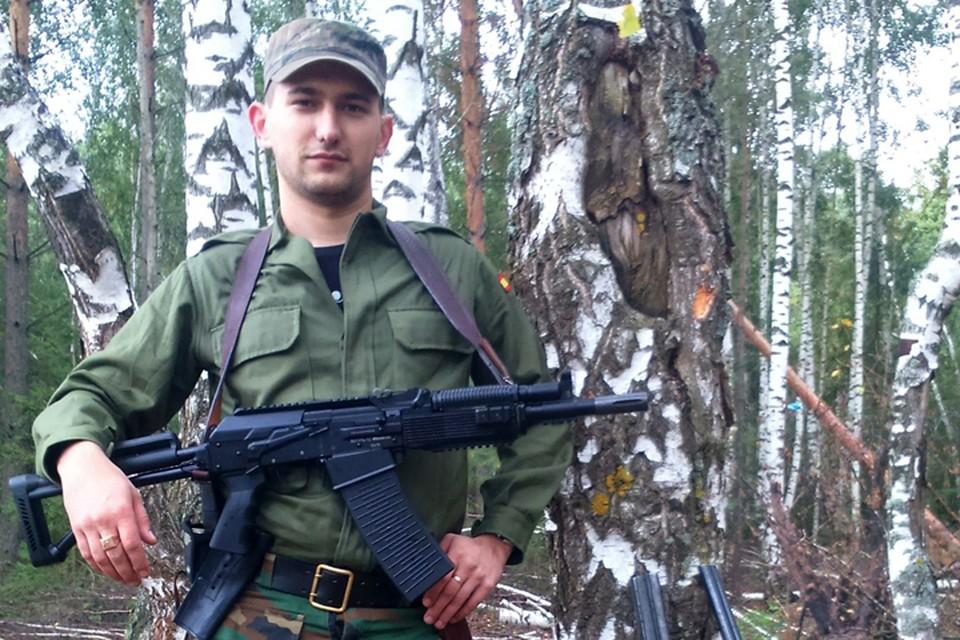 Илья Асеев - сейчас ему 29 лет, тогда было 27 - ПТУшник-электромонтёр, служивший охранником в элитном коттедже