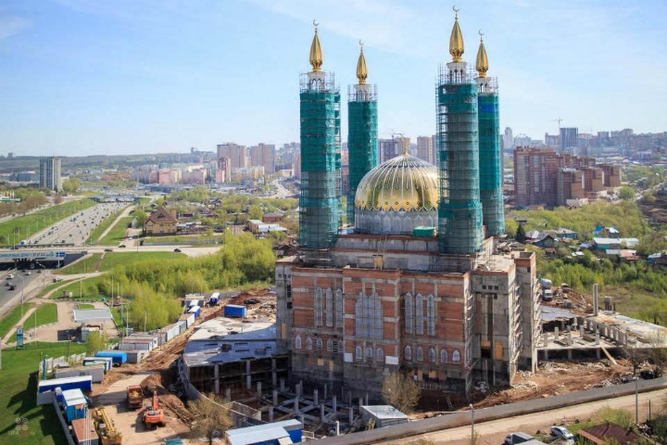 За Соборную мечеть брались несколько застройщиков, но объект пока так и стоит. Источник: Википедия