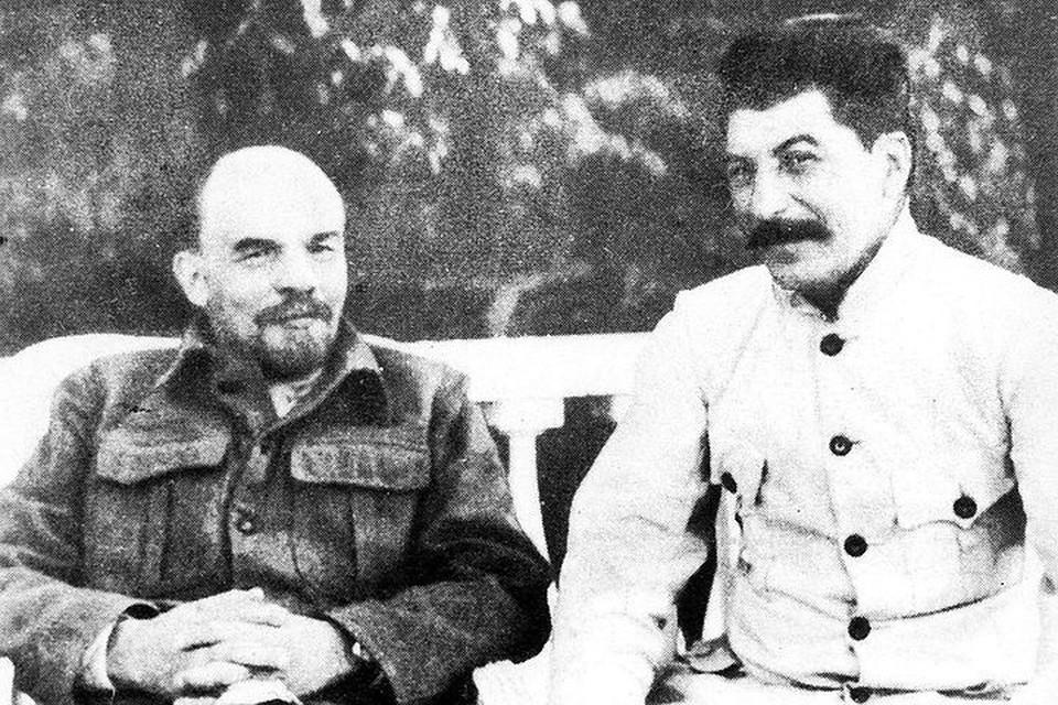 Ленин и Сталин в Горках, 1920 год. Фото из Центрального музея революции СССР - ИТАР-ТАСС