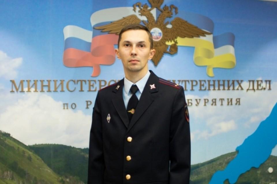 Сотрудник пресс-службы МВД Бурятии Роман Казарбин получил медаль за спасение женщины