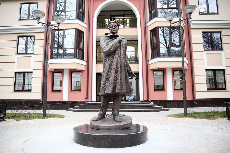 Купить памятник минск с городского телефона из россии памятники в москве является скульптор а н бурганов