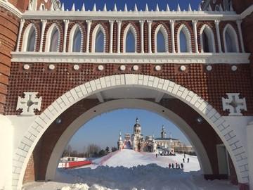 Для китайцев, которые не хотят ехать в Россию, выстроили копию русского города