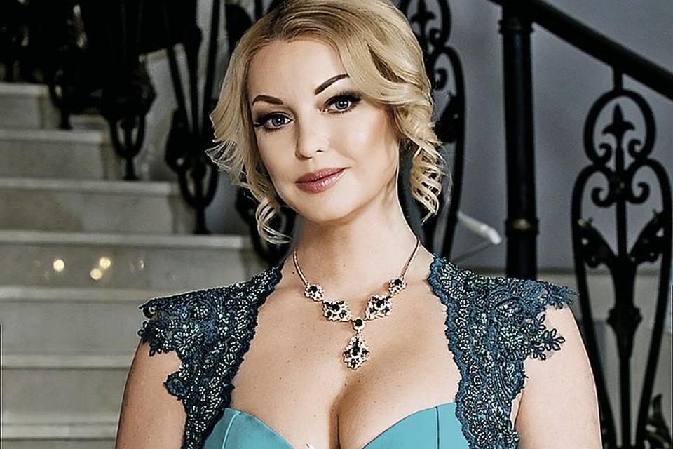 Анастасия признается, что еще не встретила своего мужчину.