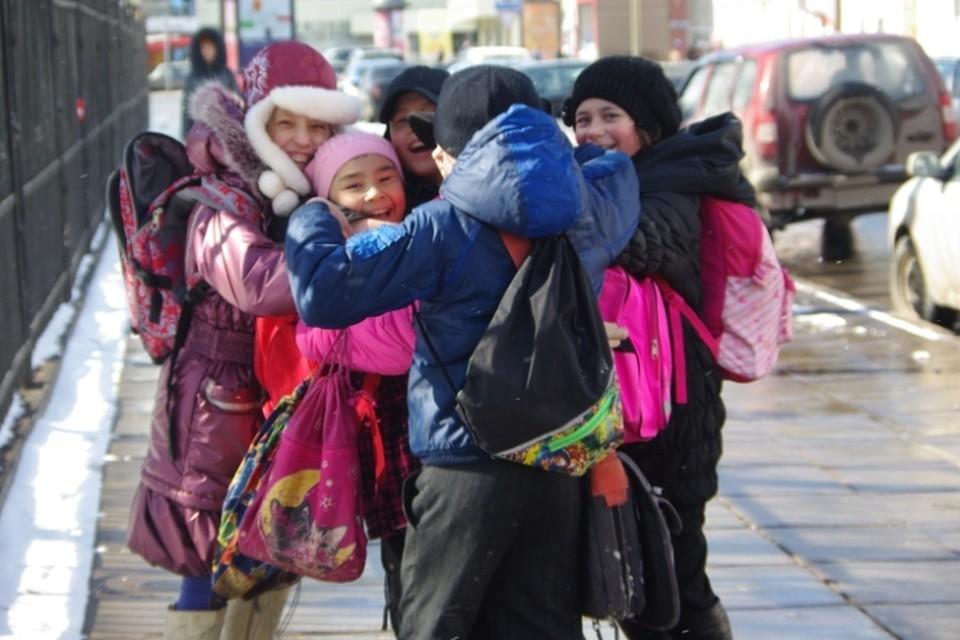 Гулять и не грузить: помогаем ребенку настроиться на учебу после длинных каникул