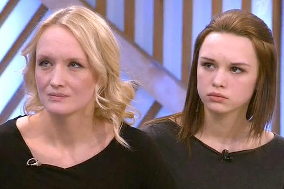 """Диана Шурыгина с мамой на съемках передачи """"Пусть говорят""""."""