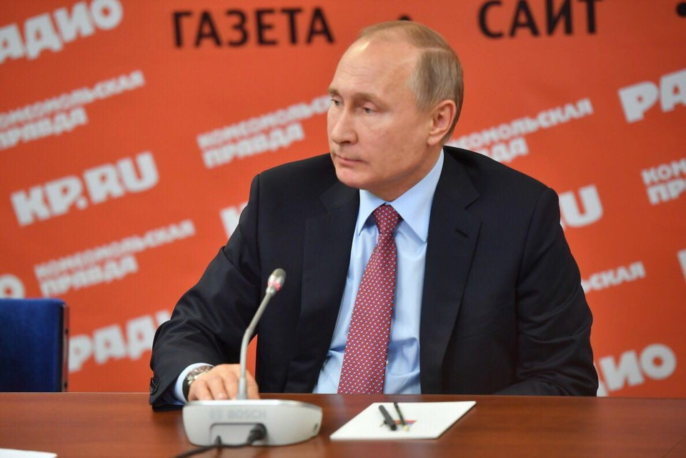 """Президент России Владимир Путин во время визита в """"КП""""."""