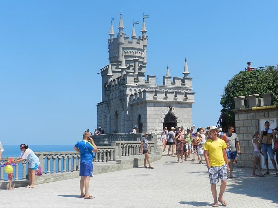 Туристы предпочитают останавливаться в Крыму в среднем на 11-16 ночей.