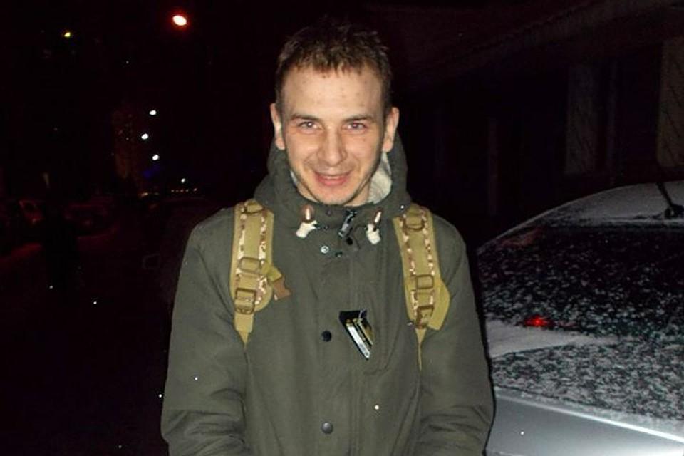 Общественники успели сфотографировать Николая Трегуба после суда.Конвоиры отнеслись с пониманием. Фото: Сергей Моисеев
