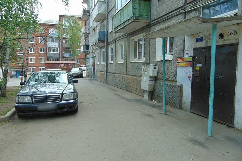В подъезде дома в Иркутске неизвестный расстрелял коллектора