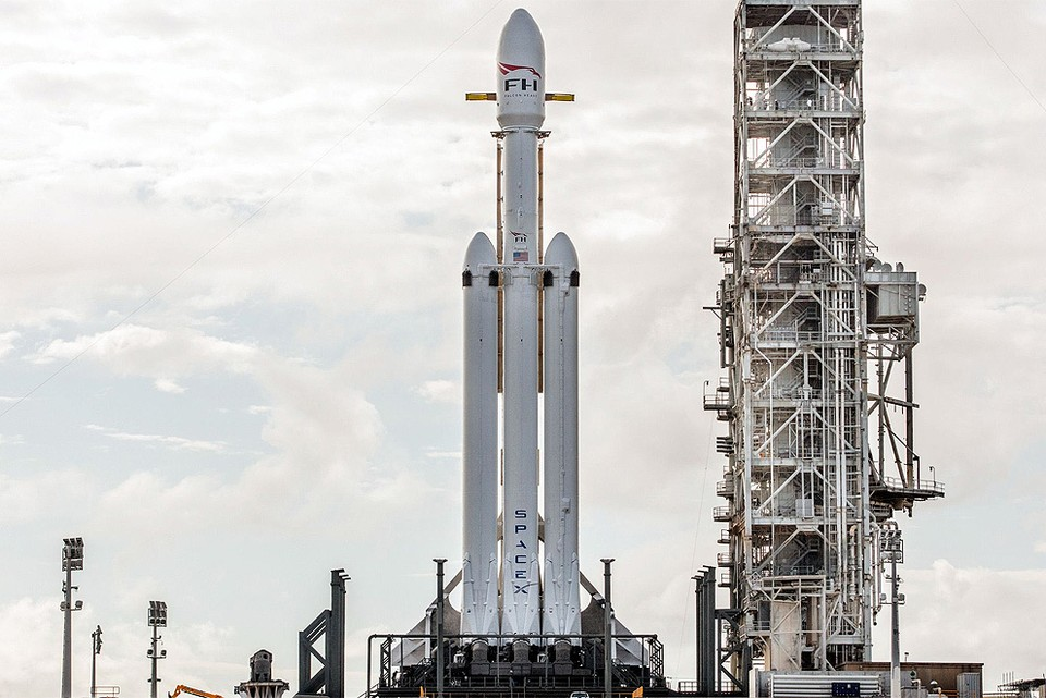 Компания Илона Маска готовится запустить в космос самую грузоподъемную ракету в своей истории. ФОТО SpaceX