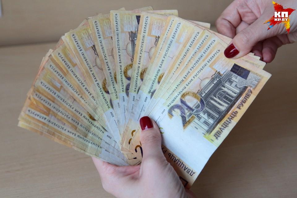 Треть белорусов работают в тени. И зарабатывают каждый месяц (данные на 2015 год) по 294 евро в месяц.