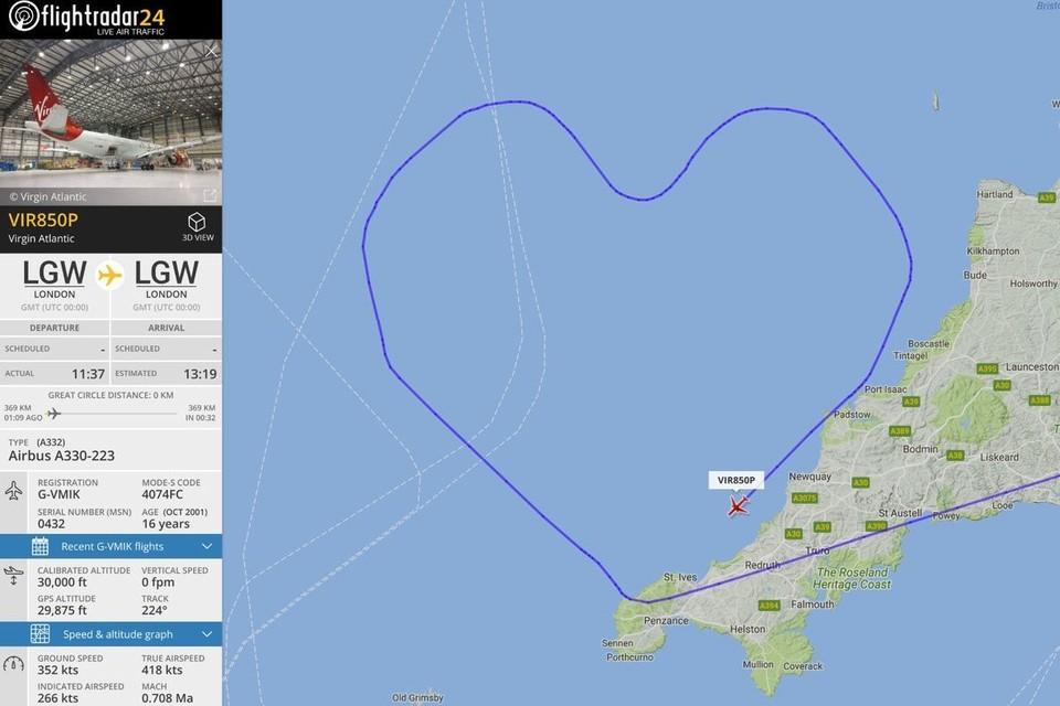 В День святого Валентина пилоты Virgin Atlantic нарисовали в небе сердце. Фото: flightradar24