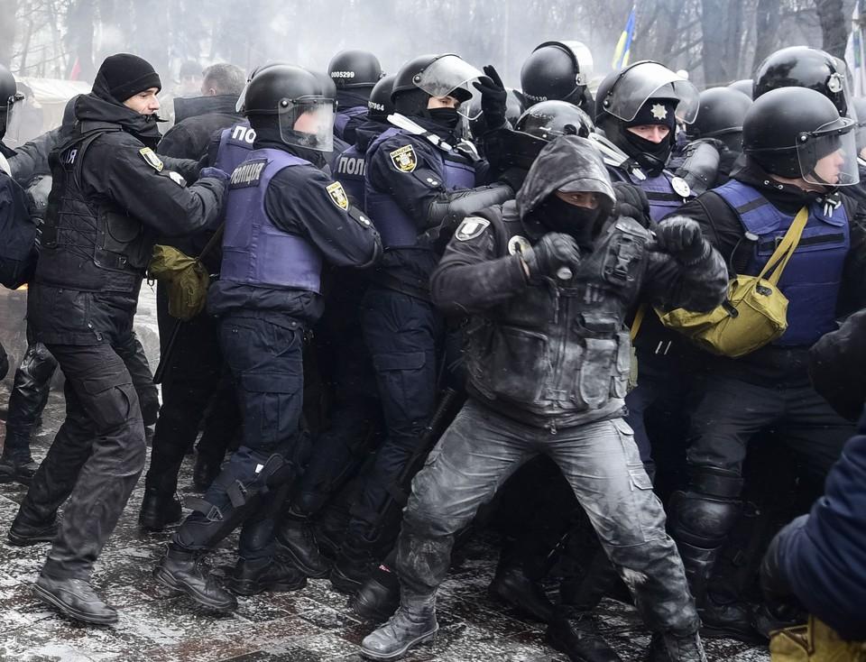 Наряды полиции и Нацгвардии возле здания суда были усилены