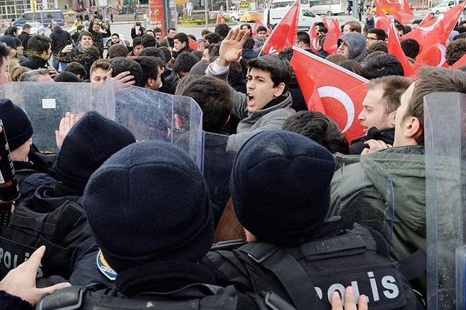 Полиция применила слезоточивый газ против антиамериканской демонстрации в Анкаре