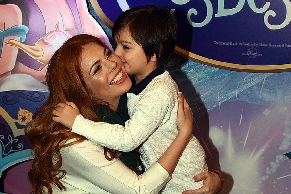 Анастасия Стоцкая со своим сыном.
