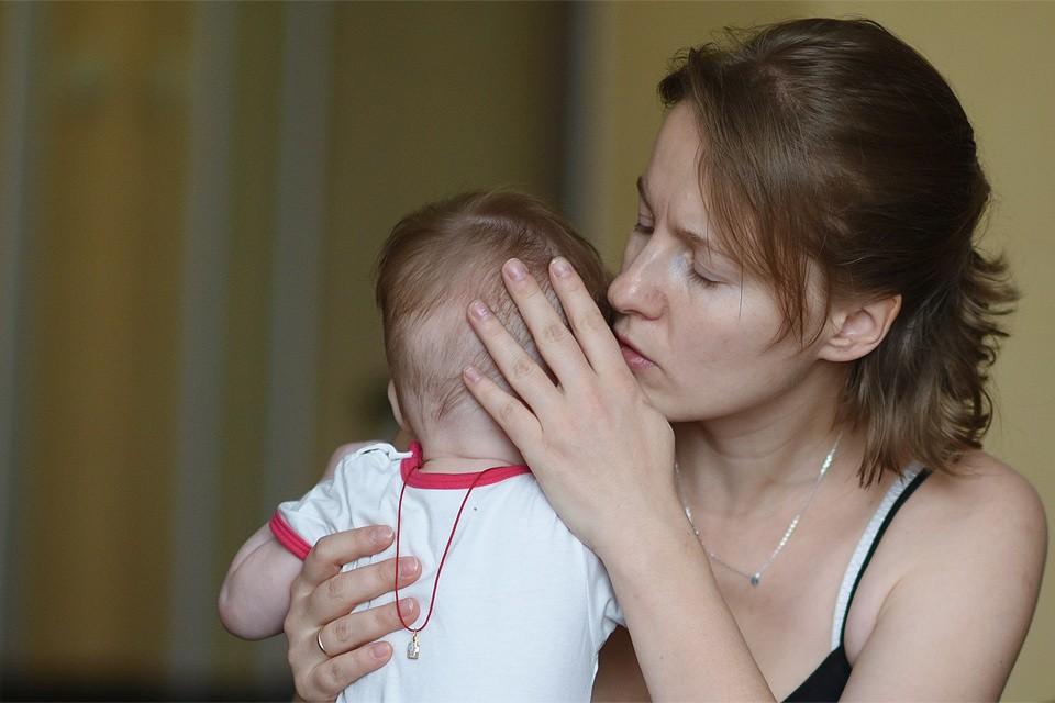 С 1 января этого года при рождении первого ребенка нуждающимся семьям положена ежемесячная выплата