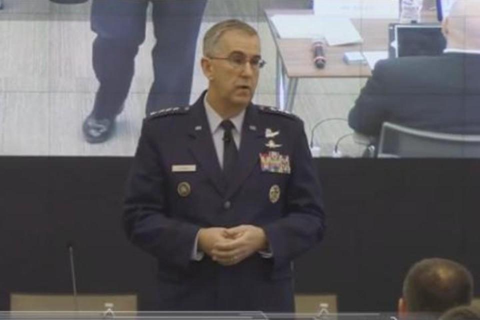 Глава Стратегического командования вооруженных сил США генерал Джон Хайтен выступает перед военными 28 февраля