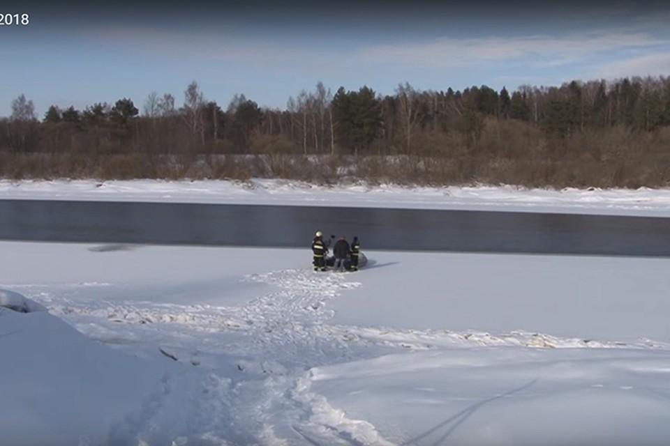Девочку, которая утонула в Новополоцке, могли толкнуть на лед. Фото: кадр из видео телекомпании Вектор.