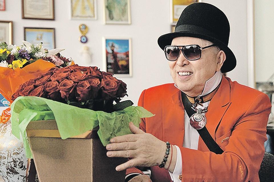 Вячеслав Зайцев создал 75 модных коллекций, не изменяя чувству стиля и экстравагантности в собственных нарядах. Фото: Любовь РУБЦОВА